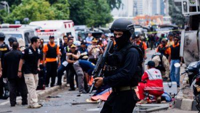 Число жертв взрывов в Джакарте увеличилось до семи