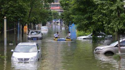 Жители Уханя винят в затоплении города коррумпированных чиновников