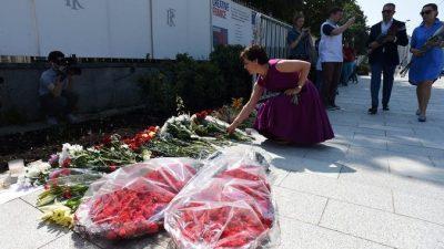 Теракт в Ницце (видео). Россияне несут цветы и зажигают свечи у посольства Франции в Москве