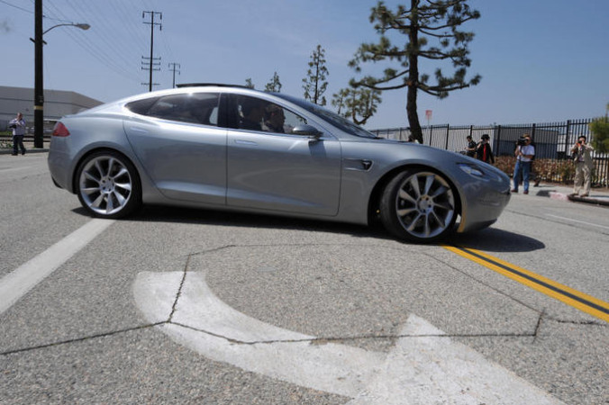Tesla Model S. Фото: ROBYN BECK/AFP/Getty Images   Epoch Times Россия