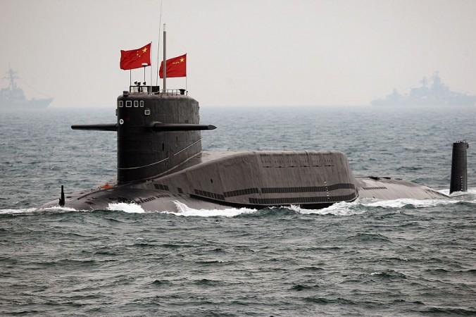 Китайская подлодка у побережья Циндао, провинция Шаньдун, 23 апреля 2009 г. Китайские власти в ближайшем будущем могут оснастить патруль атомными субмаринами. Фото: Guang Niu/AFP/Getty Images   Epoch Times Россия