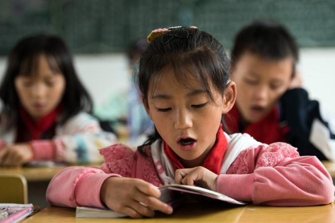 Китайская школьница. Фото: Johannes Eisele/AFP/Getty Images   Epoch Times Россия