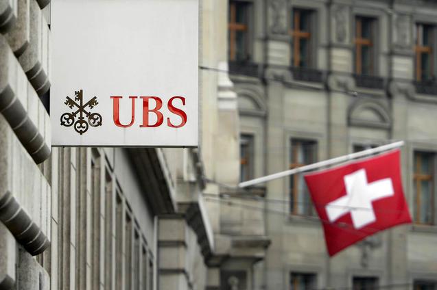 Вывеска банка UBS. Один маленький шаг в Швейцарии стал большой проблемой для коррупционеров из Китая. Фото: FABRICE COFFRINI/AFP/Getty Images | Epoch Times Россия