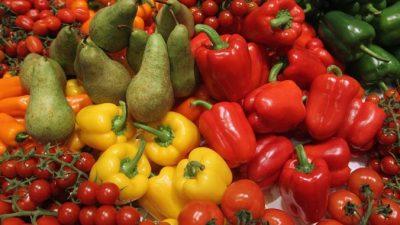 Учёные: фрукты и овощи делают людей счастливее