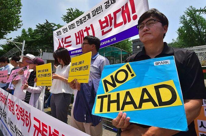 Активисты Южной Кореи выступают против развёртывания на территории страны американской системы противоракетной обороны THAAD. Фото: JUNG YEON-JE/AFP/Getty Images | Epoch Times Россия