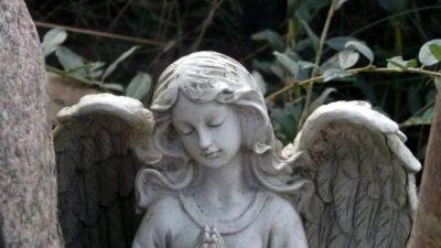 Ритуальные искусственные венки — атрибут погребальной церемонии
