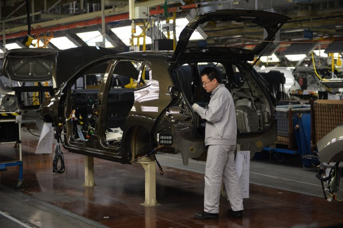 Конвейер китайско-французского совместного предприятия Dongfeng Peugeot-Citroën Automobile (DPCA) в Ухане, Китай. Фото: Peter Parks/AFP/Getty Images   Epoch Times Россия