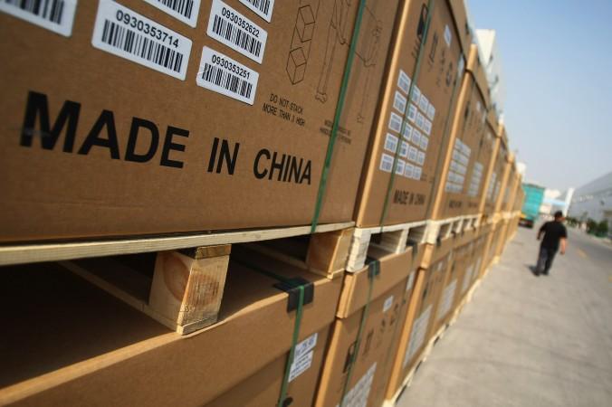 Продукция китайской компании Tianwei Yingli Green Energy Resources Co., Ltd., приготовленная для отправки за рубеж, 24 июня 2009 года в Баодин, Китай. Фото: Feng Li/Getty Images   Epoch Times Россия