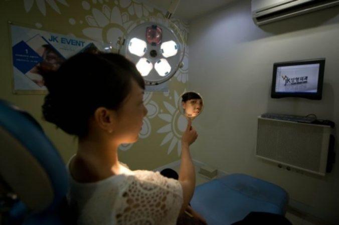 Китайские студентки делают косметические операции, чтобы получить работу
