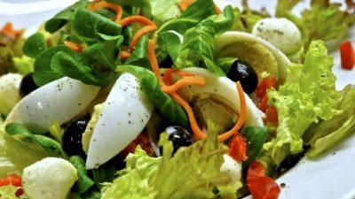 Приготовление и оформление салата «Цезарь»