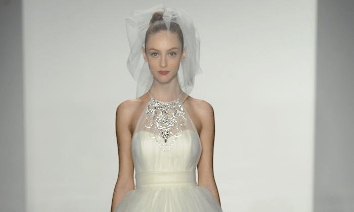 Модель на показе свадебной коллекции Kenneth Pool Fall 2014 в EZ Studios в Нью-Йорке 12 октября 2013 г.