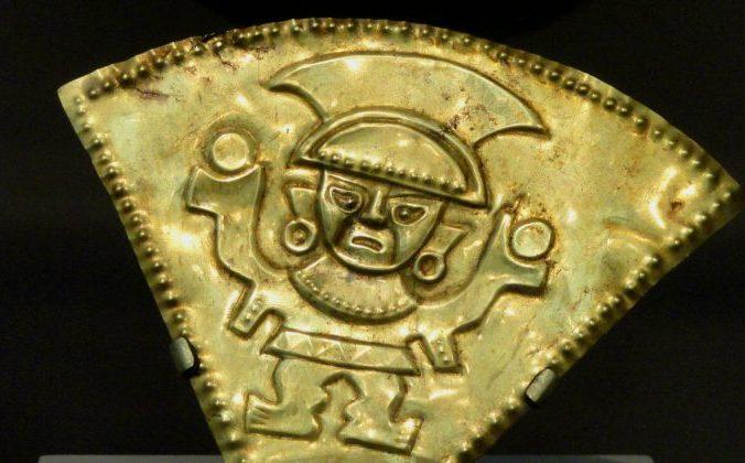 Золотая погремушка XII века с северного побережья Перу. Фото: Public Domain | Epoch Times Россия
