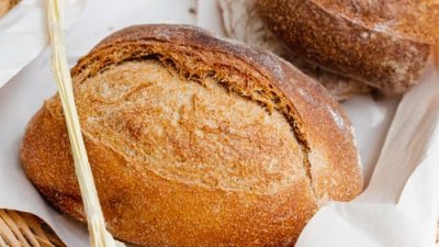 Почему российский предприниматель бесплатно раздаёт 3000 булок хлеба ежемесячно?