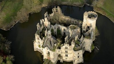 6,5 тысячи человек из 45 стран сбросились и купили замок во Франции