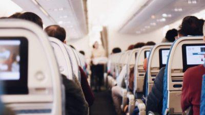 Авиарейс надолго задержали, но пассажиры остались довольны. Почему?!