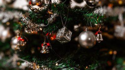 Эволюция новогодних украшений — от позолоченной картошки до стеклянных шаров