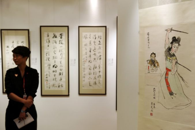 Китайский аукционный дом China Guardian проводит выставку картин и каллиграфии в Киеве, 2012 год. Фото:  DALE de la REY/AFP/GettyImages | Epoch Times Россия