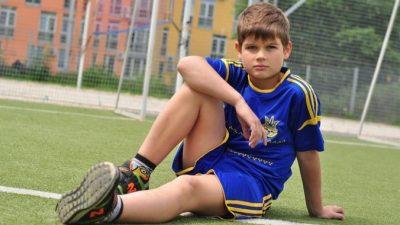 10-летний школьник не смог завязать шнурки. Редкое заболевание мозга дало о себе знать