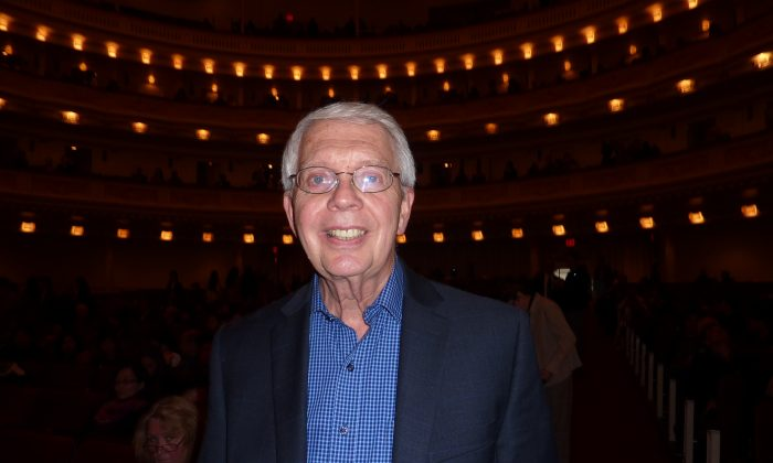 Дэвид Коннер на выступлении симфонического оркестра Shen Yun в Карнеги-холле в Нью-Йорке, 11 октября 2014 г. (Кэтрин Ян / Epoch Times) | Epoch Times Россия