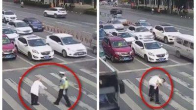 (Видео) Милиционер на спине перенёс старика через оживлённую дорогу