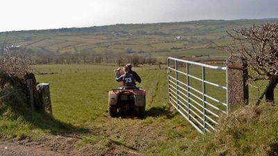 200 фермеров не стали торговаться за землю, ранее принадлежащую одной семье. Почему? Из уважения!