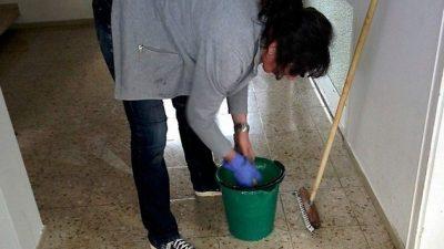 Уборщица кафе нашла сумку с деньгами, вырученными от продажи машины. И вернула их!