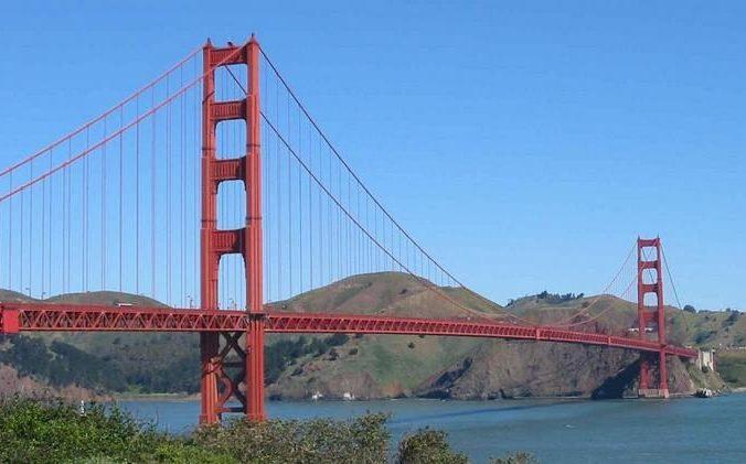 Более 100 добровольцев собрались в День святого Валентина на «мосту самоубийц» в США. Чтобы предотвращать трагедии