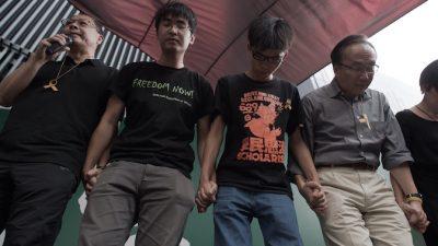 Лидеры протестов в Гонконге извинились за отмену опроса