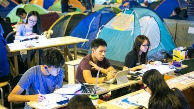 Гонконгская полиция арестовывает протестующих за использование Интернета