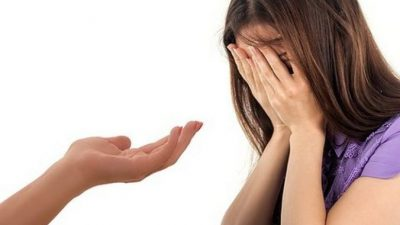 Парень показал девушке видео, где просит её руки у могилы отца любимой. Она не смогла сдержать слёз!