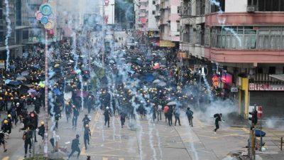Акции протеста в Гонконге продолжаются уже 10 недель. Полиция пустила в ход слезоточивый газ