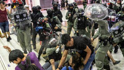 Полиция Гонконга произвела массовые аресты в минувшие выходные (+ вынесен неоднозначный запрет на информацию)
