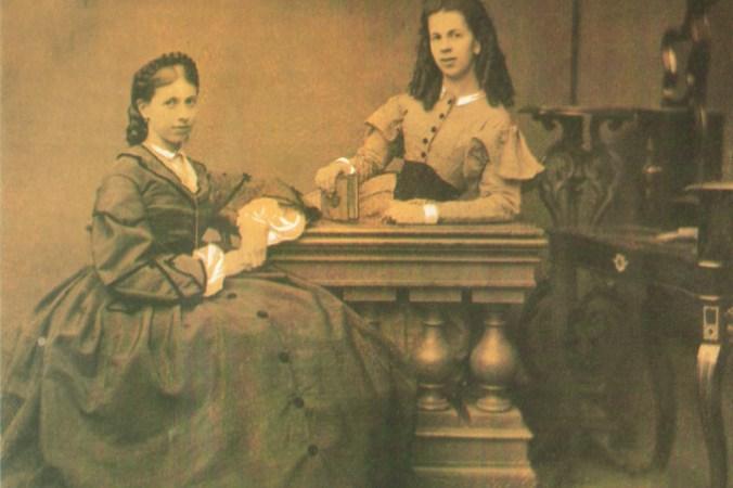 Сёстры С. А. Толстая (слева) и Т. А. Берс (справа), 1860-е гг. Фото: public domain/wikipedia   Epoch Times Россия