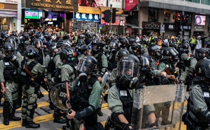 Силовики на улице в районе Цим Ша Цуй в Гонконге, 27 октября 2019 года. Фото: Anthony Kwan/Getty Images   Epoch Times Россия