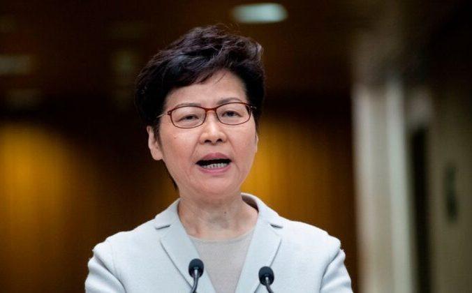 Лидер Гонконга Кэрри Лам выступает на пресс-конференции в Гонконге. 26 ноября 2019 года. NICOLAS ASFOURI/AFP via Getty Images | Epoch Times Россия