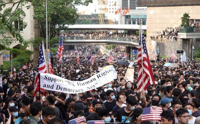 Десятки тысяч гонконгцев вышли на улицы, призывая правительство США принять закон о правах человека и демократии. Гонконг, 8 сентября 2019 года. Фото: Yu Gang/The Epoch Times | Epoch Times Россия