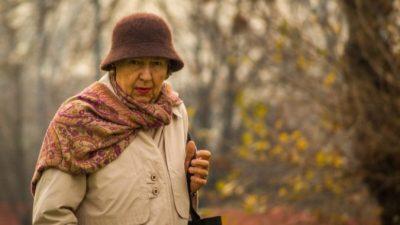 Пенсионерка задолжала банкам 5 млн за печать книги о погибших на войне. Всю сумму за бабушку выплатил бизнесмен Альберт Авдолян