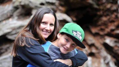 Мама обрадовалась, когда сын заговорил после 17 лет молчания. Но его вопрос заставил женщину расплакаться