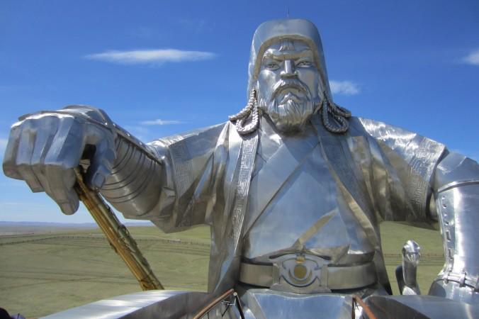 Огромная 40-метровая статуя Чингисхана находится в 48 км от Улан-Батора, Монголия. Фото: Courtesy of Giannella M. Garrett   Epoch Times Россия