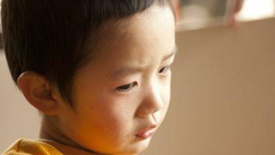 8-летний мальчик со слезами на глазах просил маму наказать его палкой, потому что «хочет вырасти хорошим человеком»