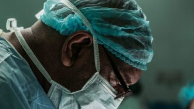Хирург с 71 годом рабочего стажа рассказал об изменениях в своём деле и нежелании идти на пенсию