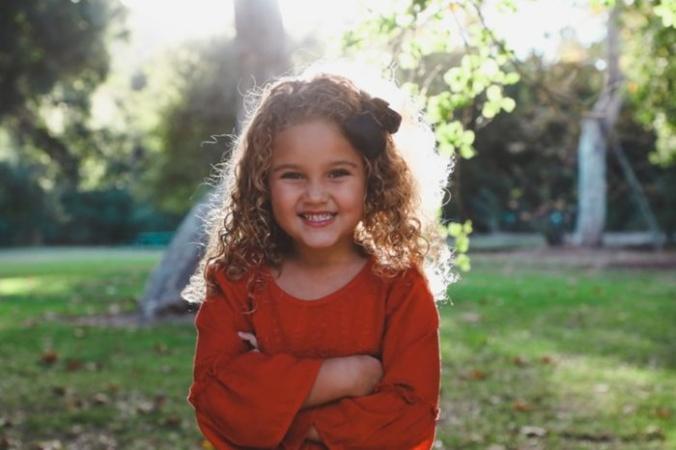 10-летняя девочка прыгала от радости, получив видео от мальчика с ДЦП. Это была её награда за помощь