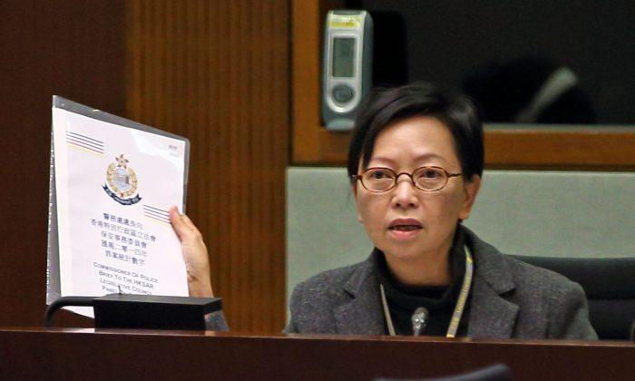Сид Хо, заместитель председателя Лейбористской партии Гонконга, выступает на заседании законодательного собрания во вторник, 27 января 2015 г. (Пун Цай-чжу / Epoch Times) | Epoch Times Россия