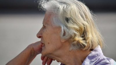 60-летней женщине хватало сил ежедневно проходить 40 км на работу и обратно. Но от подарка коллег у неё ослабели ноги