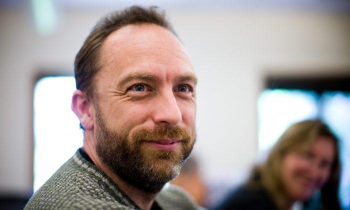 Соучредитель Wikipedia Джимми Уэльс на заседании правления Creative Commons в 2008 г. (Joi Ito / CC BY 2.0)   Epoch Times Россия