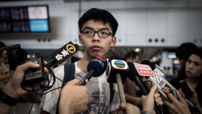 18-летнего активиста Гонконга не пустили в Малайзию