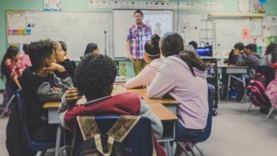 (Видео) Школьники довели учителя до слёз. Но не жестокостью и равнодушием, а совсем наоборот!