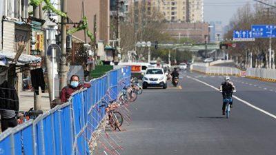 Китайцы, застрявшие в Ухане, разочарованы действиями властей города. У них кончаются деньги и терпение