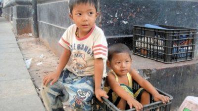 (Фото) Мальчик отблагодарил приемных родителей, когда вырос. Построил дом ещё лучше, чем они мечтали!