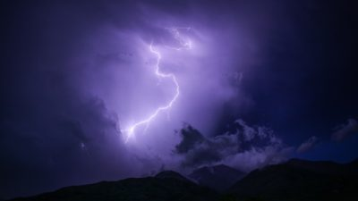 Истории о том, почему молнии попадают в людей